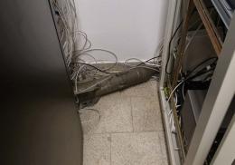 Ремонтник вломился в забытую комнату и нашел советскую бомбу