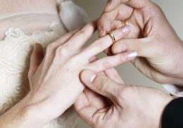 Страх ограбления вынудил девушку проглотить во сне обручальное кольцо