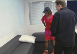 Поклонники скинулись на новый диван для Илона Маска