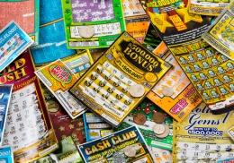 Американец 20 лет вписывал в лотерейные билеты одни и те же числа и сорвал куш
