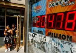 Женщина дважды за день выиграла в лотерею