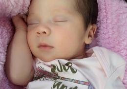 Женщина родила ребенка с эмбрионом внутри
