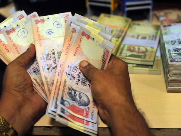 Индия: рабочие обнаружили сейф с 303.000 долларов