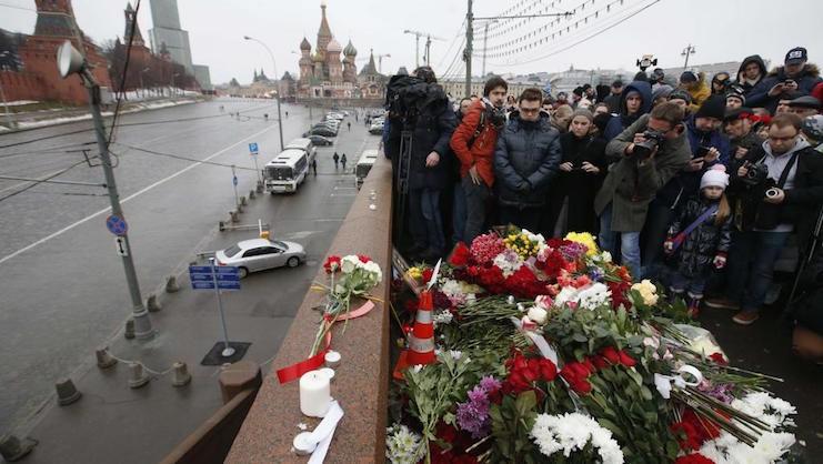 шествие в память о немцове москва фото
