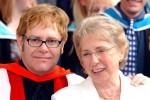 Мама Элтона Джона: Хочется ударить по голове мужа своего сына