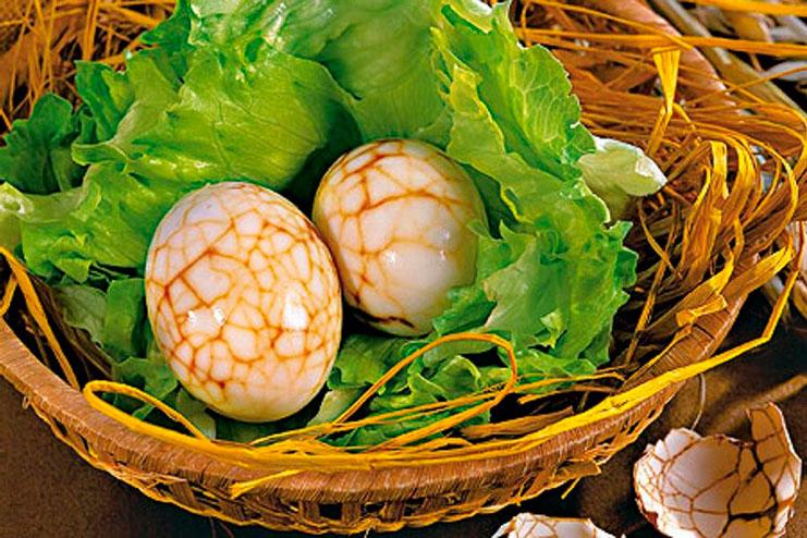 марморные яйца на пасху красим