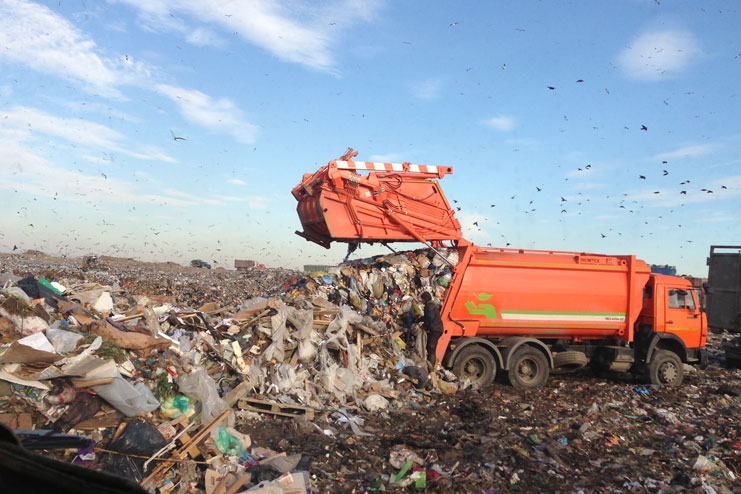 вывоз мусора на свалку города