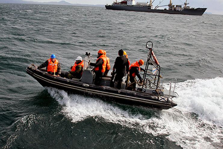 затонул траулер в охотском море