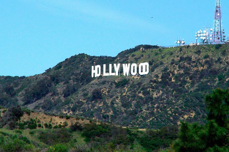 hollywood-логотип на стене калифорния фото