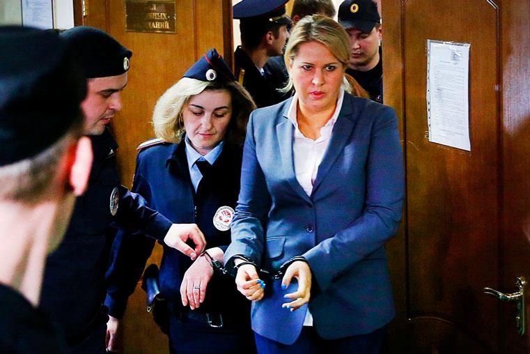 васильева в наручниках