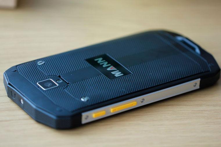 хороший дешевый смартфон Mann-Zug-5S