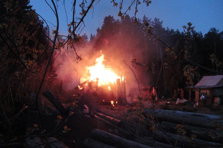в селе горит баня пожар