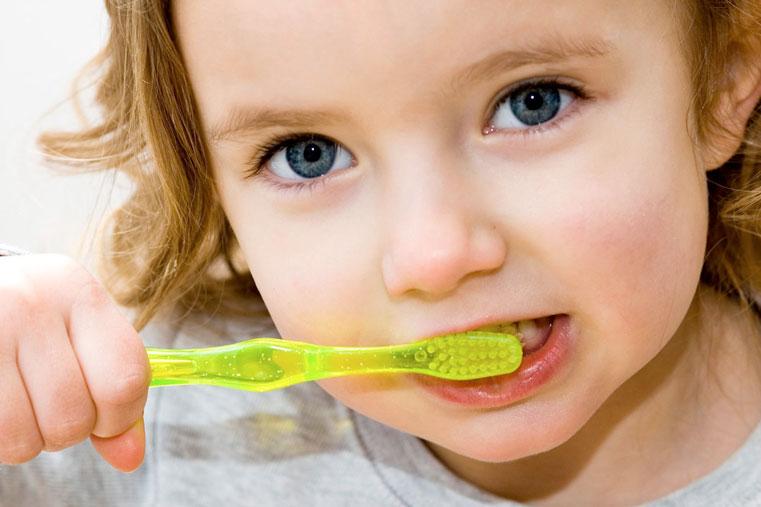 ваш малыш лечит зубы и чистит