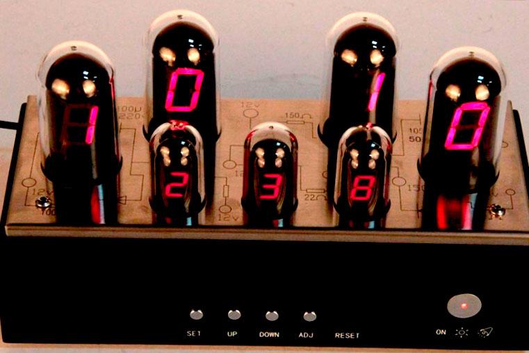 современные led часы капсулы фото