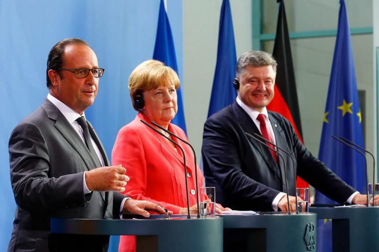 порошенко на фото олланд и меркель берлин фото