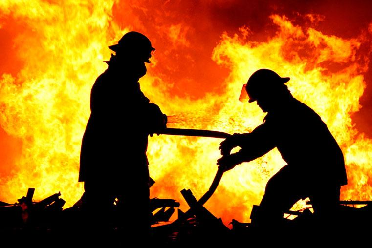 пожар на украине горит дом есть погибшие