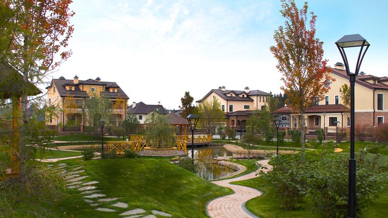 Эксперты сообщают, что во всех городах и странах люди перебираются жить в пригороды
