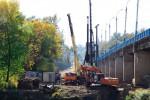 Около 60 свай вбили в фундамент Первомайского моста в Брянской области