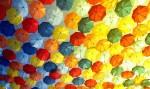 Дизайнеры Burberry разработали ёлку из зонтов