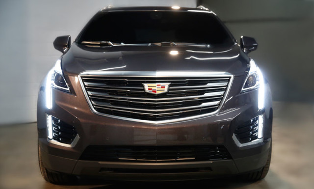 2017-Cadillac-XT5-crossover-front