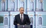 Путин требует увеличить количество спутников РФ