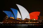 Многие дома мира приобрели сине-бело-красные оттенки в знак солидарности с Францией