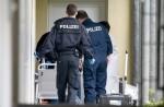 В Германии погиб грабитель, пытавшийся вскрыть автомат с презервативами