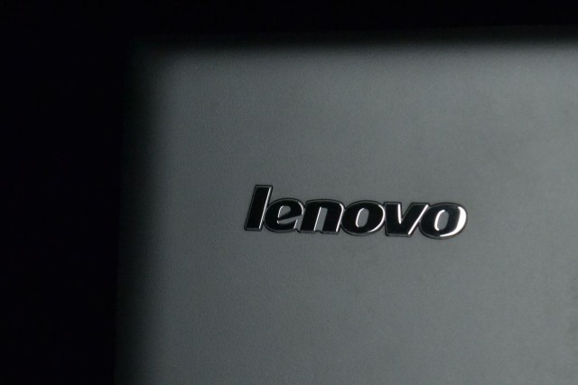 543cd57cde692_lenovo-flex-14-back-logo