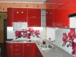 Яркие и красочные кухонные фартуки