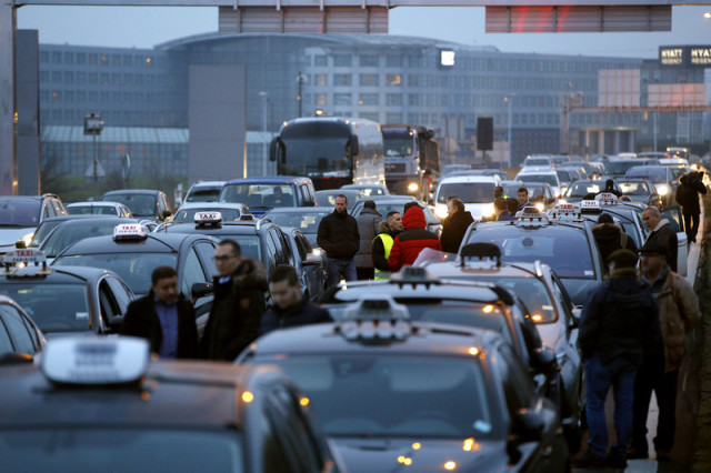 Taxi drivers demonstrate in Roissy