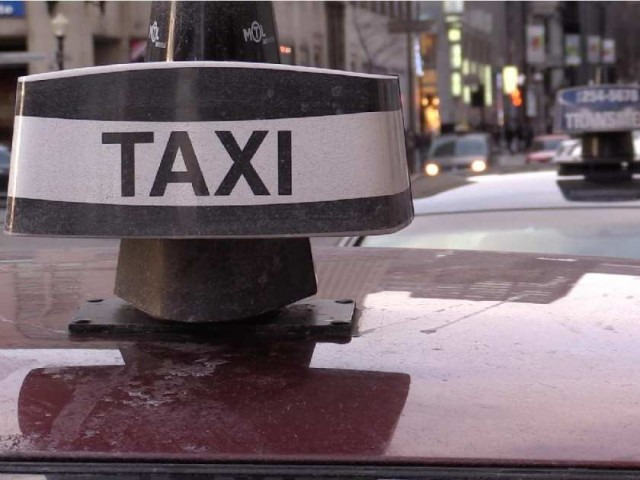 montreal-que-november-20-2014-montreal-taxis-wait-fo