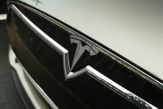 2015-tesla-model-s-70d-front-grille