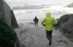 Большие морские волны смыли туристов во Франции
