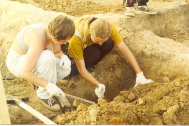 Arheologam-udalos-vyiyasnit-chem-pitalis-deti-v-srednevekovoy-Anglii1