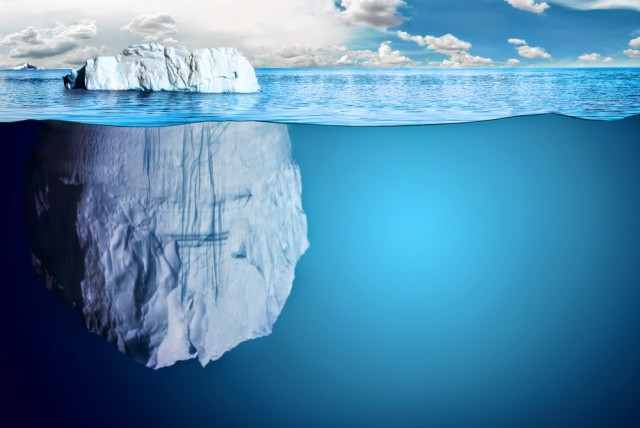 Underwater-view-of-iceberg-with-beautiful-transparent-sea-on[1]