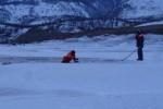 Машина с мамой и дочкой попала под лед Байкала