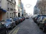 Сотрудники турагентства Японии метут парижские улицы