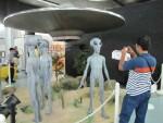 В Розуэлле подростки похитили и разломали модель НЛО
