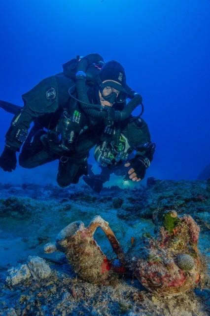 underwater-archaeology-682x1024