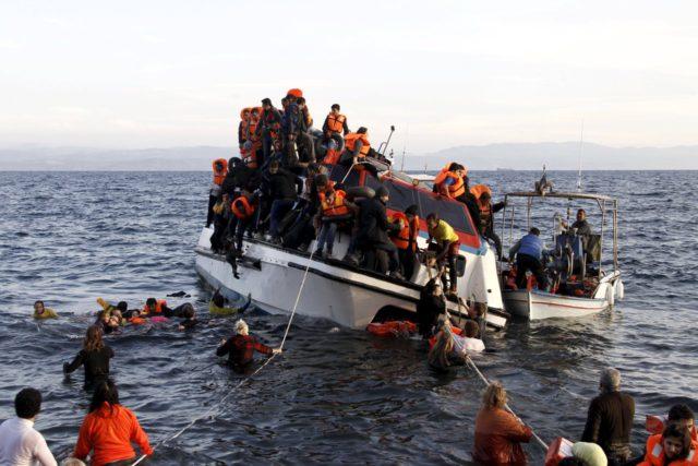 2015-10-30T093355Z_1567116148_GF20000038769_RTRMADP_3_EUROPE-MIGRANTS-GREECE