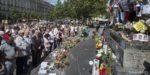 Ницца: Тысячи людей собрались на Английской набережной, чтобы почтить память погибших в теракте
