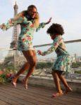 Бейонсе: В Париже с дочкой и в одинаковых платьях