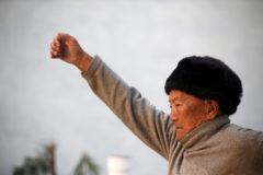 Старейший альпинист мира умер при попытке покорить Эверест