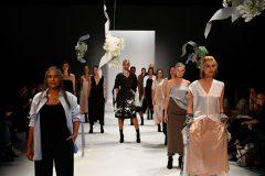 На подиум Недели моды в Австралии вышли 50-летние модели