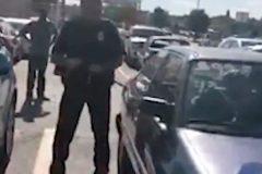 В США полицейский спас оставленного в машине младенца