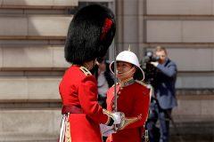Женщина впервые командовала сменой караула у Букингемского дворца