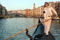 Первая женщина-гондольер в Венеции стала мужчиной