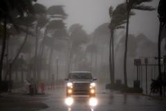 Полиция призвала жителей Флориды не пытаться застрелить ураган «Ирма»