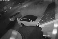 Воры в костюмах химзащиты угнали машину за 60 секунд