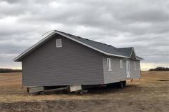 Канадец пожаловался на потерянный кем-то на его поле дом